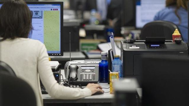 Page vuelve a subir el sueldo a los funcionarios de Castilla-La Mancha