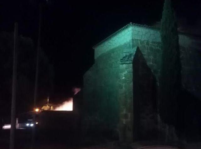 VÍDEO | Susto en el inicio de las fiestas de Gamonal por un incendio junto a la iglesia