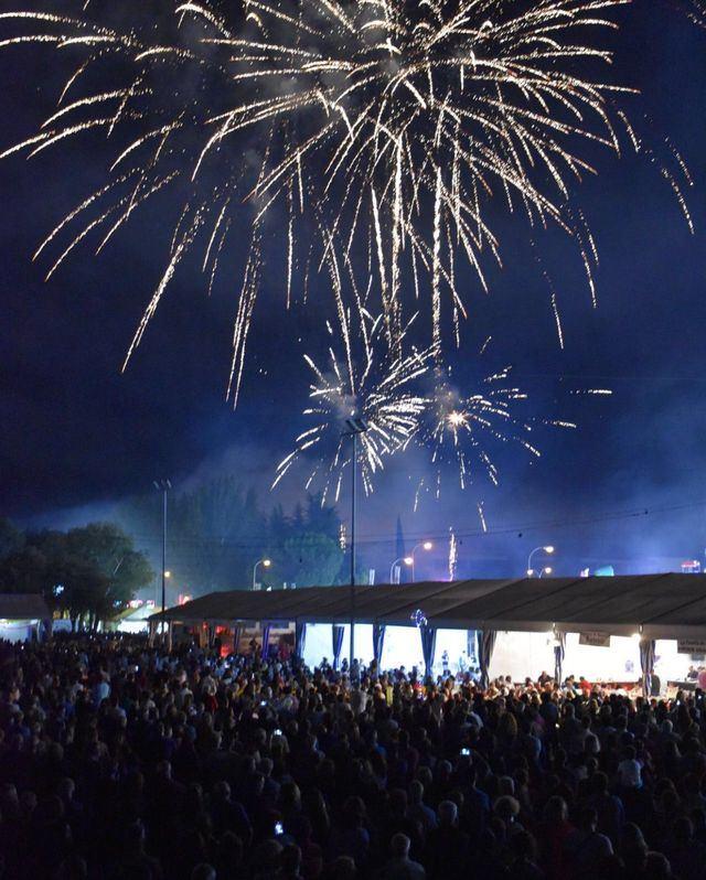 Los fuegos artificiales anuncian San Mateo.