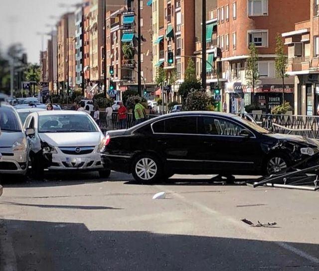 Aparatoso accidente en la avenida Pío XII