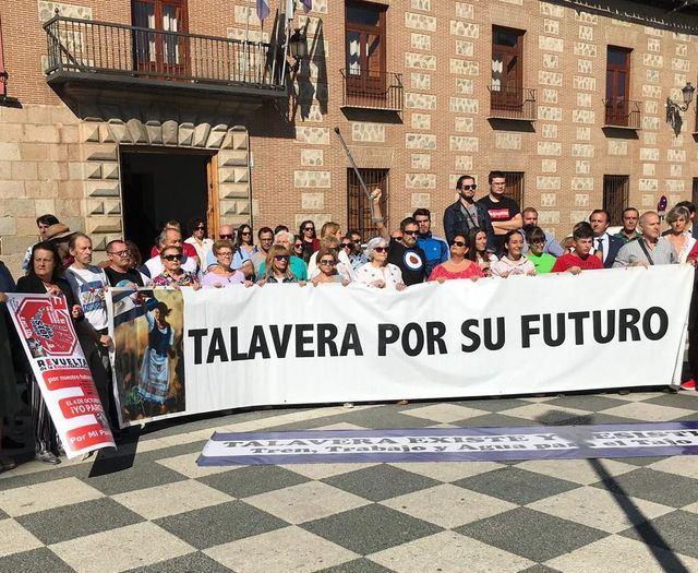Concentración en la plaza del Pan de Talavera de la Reina | Foto: CMMedia