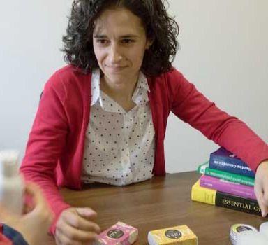 Estela Cuadrado, reconocida por la Junta por su labor empresarial en Mejorada