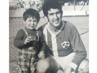 Entrañable imagen de Jaime Benito con su hijo del mismo nombre, abogado en Orense. Jaime nos dejó hace un par de meses.