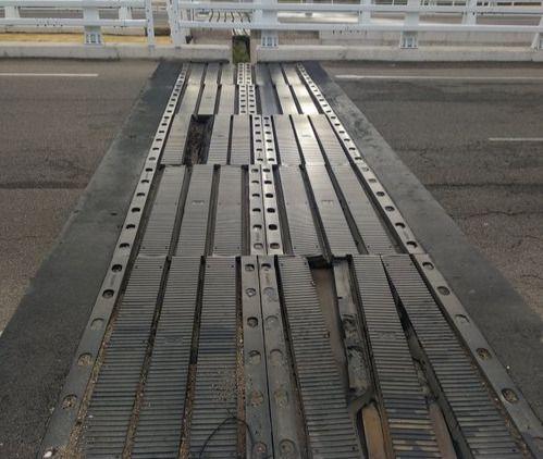Denuncian desperfectos peligrosos en el 'puente atirantado' de Talavera