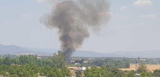 Incendio forestal junto a una fábrica de Talavera