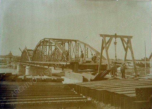 Construyendo el Puente de Hierro / Archivo Histórico Provincial de Toledo