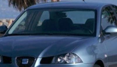 Roban dos coches en San Román de los Montes y uno es utilizado para robar en un estanco de Lucillos