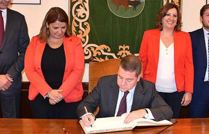 Emiliano García-Page y Tita García en una imagen de archivo