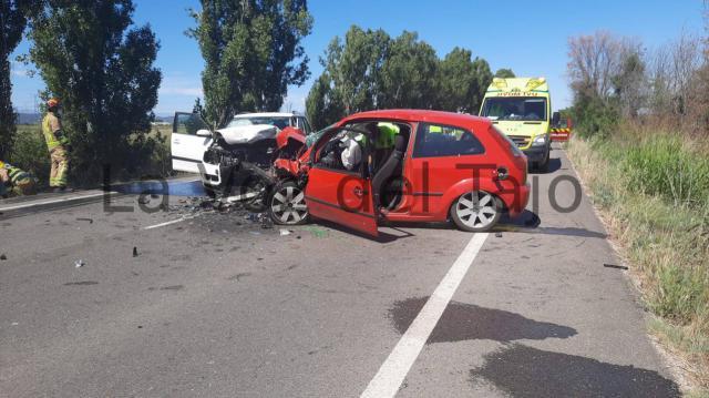 Colisión frontal de dos coches entre Talavera La Nueva y Alberche