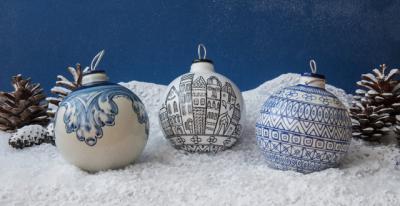 'Las Bolas Cerámicas de San Ginés' dan un toque talaverano a la Navidad
