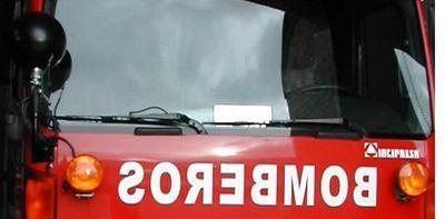 70 vecinos desalojados tras el incendio en un garaje