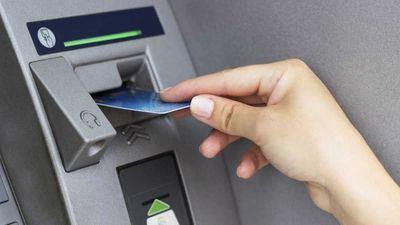 CORONAVIRUS | Los bancos abren extremando precauciones