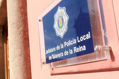 TALAVERA | Éxito de la iniciativa de la Policía Local para felicitar el 'cumple' a los niños confinados