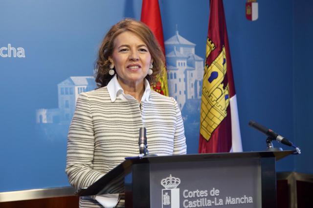 Comparecencia de Aurelia Sánchez en las Cortes regionales.