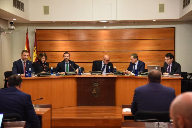Escudero ha presentado en las Cortes regionales el presupuesto de su área para el próximo ejercicio.