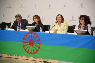 Compromiso de poner a disposición de los centros educativos de C-LM la historia del pueblo gitano