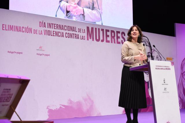 La Junta pide 'una marea humana' que actúe de muro de contención contra la violencia de género