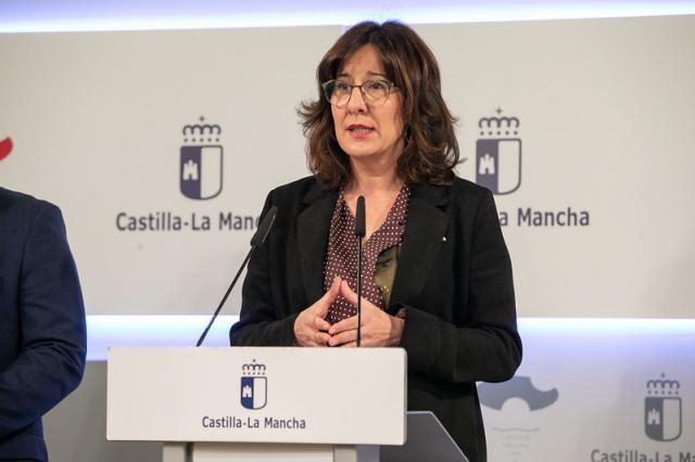 La consejera de Igualdad y portavoz de CLM, Blanca Fernández, en rueda de prensa - JCCM