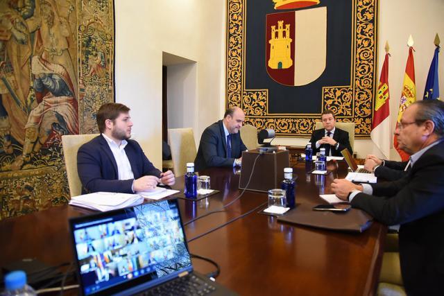 Presidente y consejeros durante la reunión online con Pedro Sánchez en estos mismos momentos
