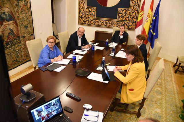 Blanca Fernández junto a los consejeros y el presidente esta misma mañana