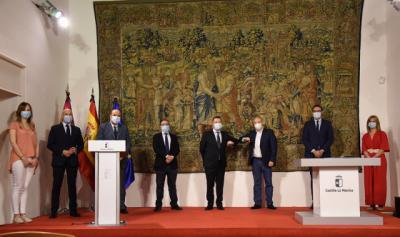 ACTUALIDAD | Page firma el Pacto por la Reconstrucción de Castilla-La Mancha con PSOE y CS