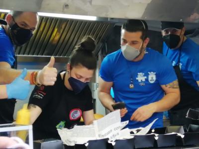 VÍDEO | Talavera se vuelca con las 'hamburguesas solidarias'