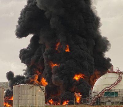 ACTUALIDAD   Extinguido el incendio en el complejo industrial de Repsol Puertollano