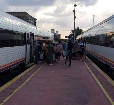 TREN | Nueva avería, transbordo en Talavera y polémica por un convoy que no debería circular