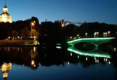 DÍA INTERNACIONAL | Talavera ilumina de verde los puentes de La Alameda contra el desperdicio de alimentos
