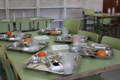 CLM | Junta y FEMP trabajan en un protocolo para llevar la comida a los alumnos becados que estén confinados