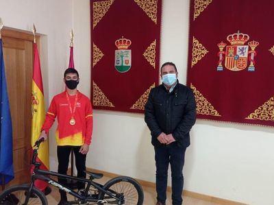 PEPINO | Ángel Heras, campeón de España Infantil BMX, ofreció su título al Ayuntamiento