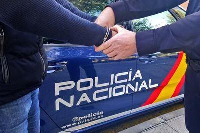 Imagen de recurso de una detención por parte de un agente de la Policía Nacional EP