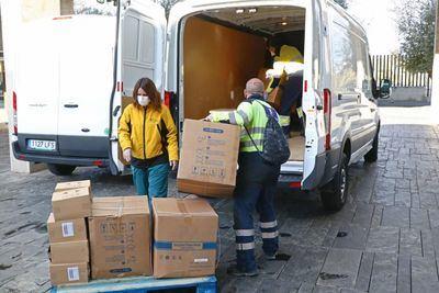 COVID-19   CLM sigue repartiendo artículos de protección para sanitarios