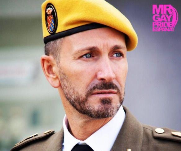 """El talaverano Pedro J. García, militar y Mister Gay Pride CLM: """"He sentido el apoyo de gran parte de mis compañeros"""""""