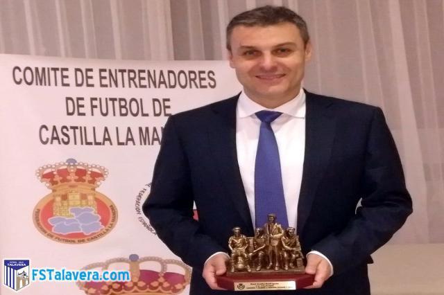 El Comité de Entrenadores de CLM premia a Raúl Aceña, técnico del Soliss FS Talavera
