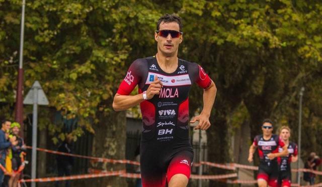 Mario Mola en plena competición.