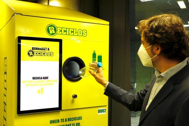 'RECICLOS'   ¿Premiar a quien recicle latas y botellas de plástico?