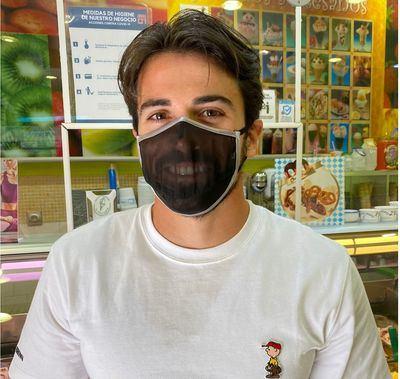 Paco Cubelos con una mascarilla Emotion, de Texcom