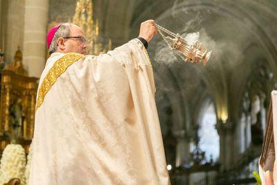 El arzobispo de Toledo preside una misa de purificación