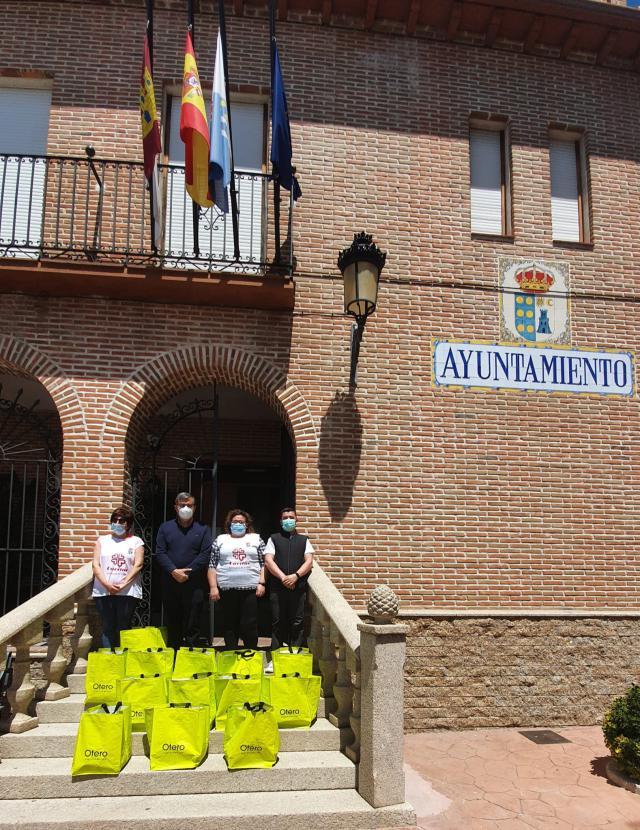 SOLIDARIDAD | Cárnicas Otero ayuda con lotes de alimentos a familias de Velada