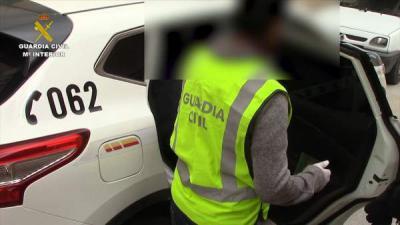 La Guardia Civil detiene a 15 personas que traficaban con migrantes y los explotaban en invernaderos