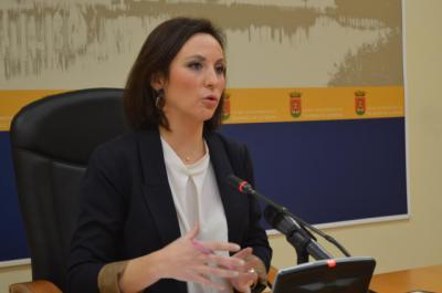 La portavoz municipal, María Rodríguez, durante la rueda de prensa