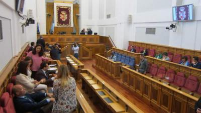 Pleno de las Cortes suspendido