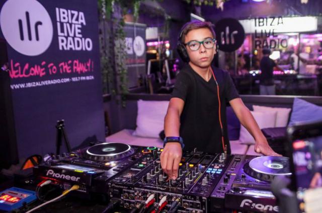 DJ Varoc, en una sesión en Ibiza. Imagen del Facebook de Dj Varoc