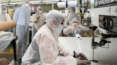 COVID-19 | El Corte Inglés reconvierte su taller de costura para fabricar mascarillas de protección
