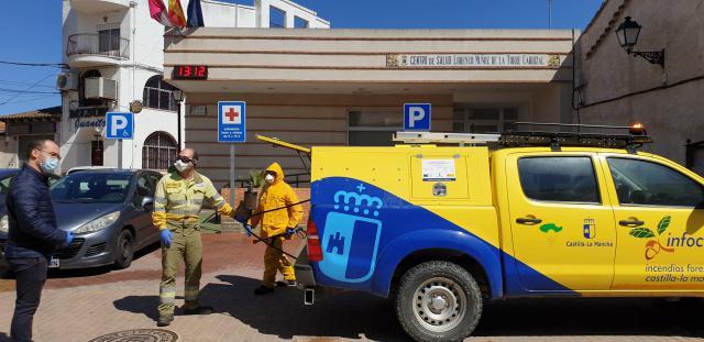 COVID-19 | Ayuntamiento de Cazalegas y GEACAM aúnan esfuerzos en la desinfección (fotos)