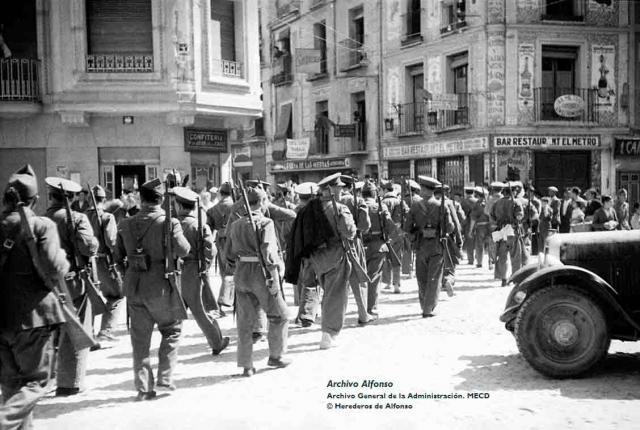 Llegada del cuerpo de carabineros. Plaza de la Constitución (actual p. del Reloj). Talavera, 31 de agosto de 1936 / Archivo Alfonso