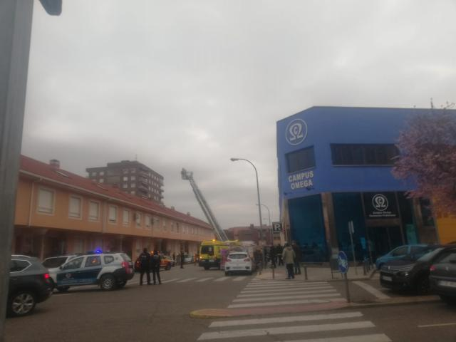 VÍDEO | Los Bomberos de Talavera rescatan a un hombre tras incendiarse su casa