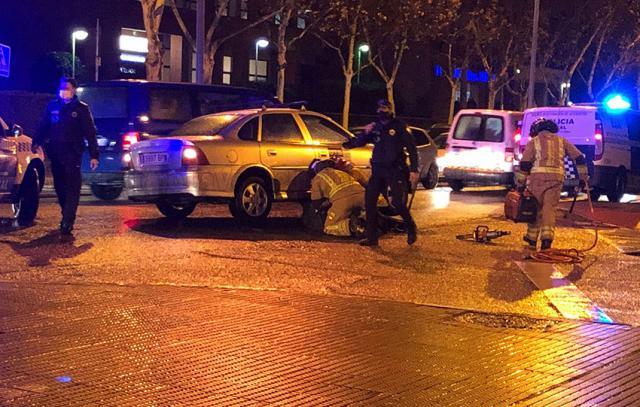TALAVERA | Atropello: Los bomberos liberan a una mujer que quedó bajo un coche