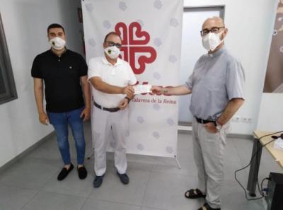 TALAVERA | Donación de Grupo Vettonia y sus trabajadores a Cáritas